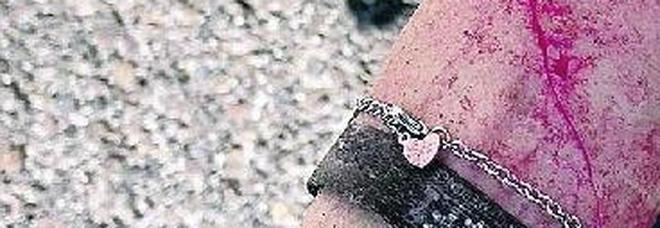 La ragazza si è ferita strappando il coltello dalle mani del rapinatore
