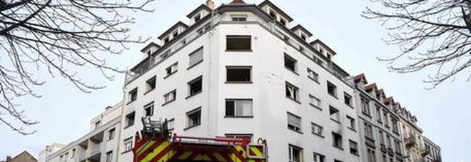 Rogo in un palazzo del centro: 5 morti e sette feriti