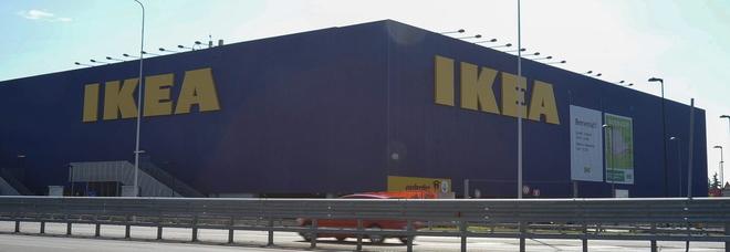 Area giochi dell'Ikea negata a bimbo autistico, genitori: «Ora i danni»