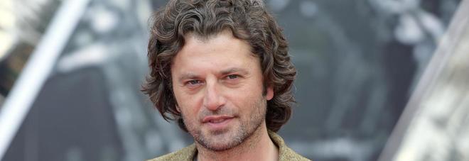 """Guido Caprino, debutto nella tragedia: """"Poi torno in tv con 1993 e la Archibugi"""""""