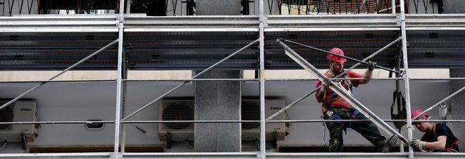 Manovra, pressing per rendere più costosi i licenziamenti