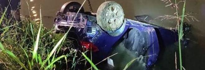 Incidente a Jesolo, auto in un canale: morti quattro giovani, si salva una ragazza