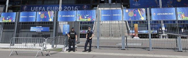 Euro 2016, valigia sospetta di fronte l'hotel della Francia. Evacuata la zona
