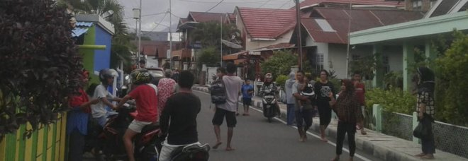 Terremoto in Indonesia di 7.3: paura tra la popolazione, non segnalate vittime