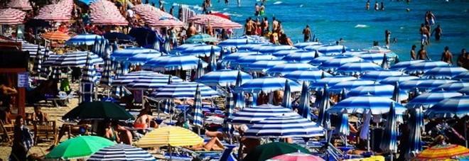 Affitto a 4.000 euro al mese e insulti ai turisti: «Lei è un morto di fame»: è fuga dal mare di Puglia