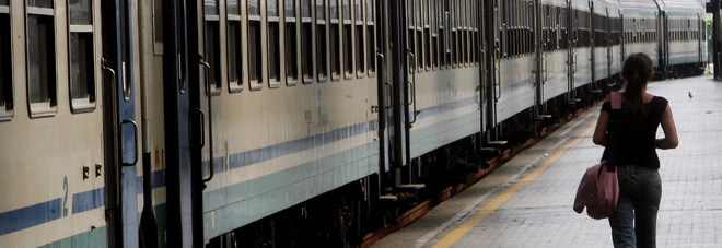 Ragazzina violentata in galleria  nel treno davanti ai passeggeri