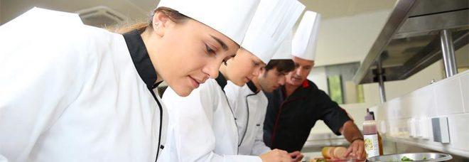 Stress nella cucina dei ristoranti, arriva lo psicologo degli chef