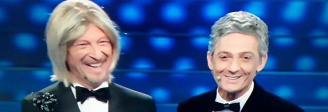 Sanremo 2020, Amadeus apre vestito da Maria De Filippi. Poi Fiorello rivela: «Ci hanno chiesto di fare il Sanremo bis»
