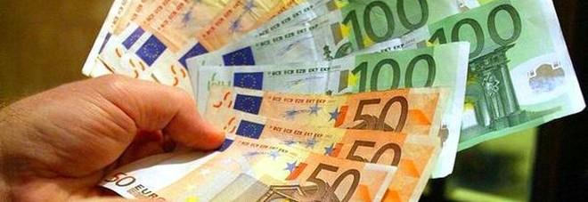 Studentesse trovano per strada un sacchetto con 3mila euro in contanti