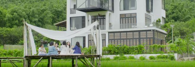 Comprano una villa per stare insieme tutta la vita: la scelta di 7 amiche