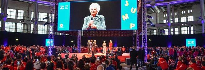 La consegna della medaglia d'oro della Croce Rossa a Liliana Segre