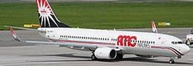 Guasto in volo al ritorno da Sharm, atterraggio d'emergenza per 122 turisti italiani diretti a Napoli