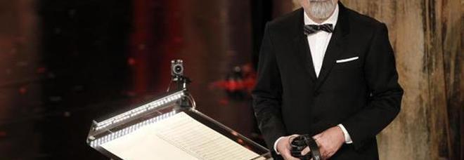 """Beppe Vessicchio """"eroe"""" di Sanremo, standing ovation del teatro Ariston"""