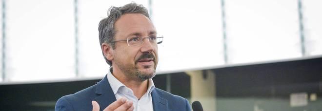 M5S, confermati Adinolfi e Pedicini:  candidati napoletani vicini all'elezione