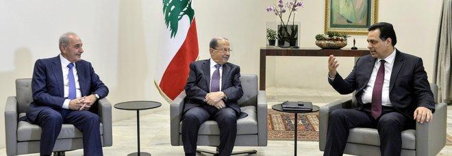 Dopo un mese di proteste, in Libano nasce il nuovo governo vicino agli Hezbollah: escluso il partito di Walid Jumblat