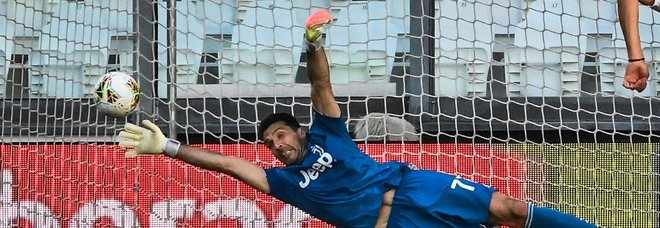 Buffon da record, 648 presenze in Serie A: «Non è un numero, ma una vita intera»
