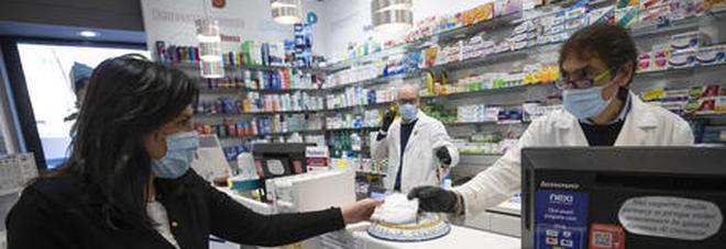 Coronavirus, l'OMS: «Non sparirà in fretta, le mascherine saranno la normalità»