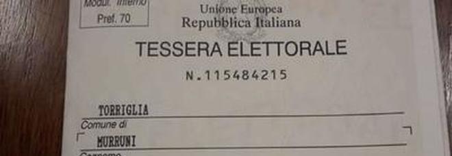 Tessere elettorali con il cognome del marito, la rabbia delle elettrici: «È la legge, stiamo tornando indietro»