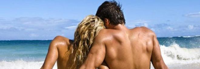 Giovani e sesso, trionfa la trasgressione. Dal sexting al bondage, ecco cosa amano i ragazzi sotto le lenzuola