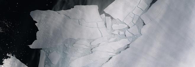 Iceberg enorme si stacca dall'Antartide: è grande quanto Malta. L'Esa: «Allarme climatico» FOTO
