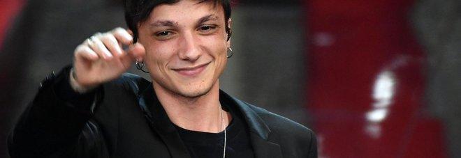 Sanremo2018, Ultimo vince il premio per i giovani. A Mirkoeilcane quello per la Critica