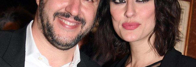 Sanremo, la coppia Isoardi-Salvini all'Ariston tra selfie e baci