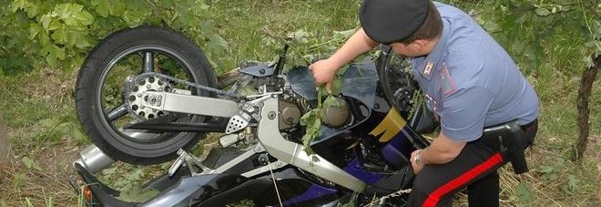 Perde il controllo della moto, batte la testa: gravissimo un 47enne