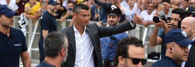Vergogna a Torino, cori razzisti in attesa di Ronaldo: «Vesuvio lavali col fuoco»