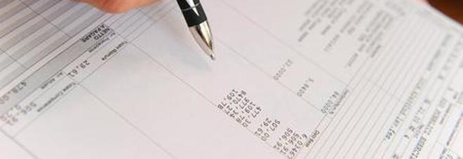 «Trattengo 100 euro dalla tua busta paga o ti licenzio», denunciato direttore servizi alberghieri Evasione per 400mila euro