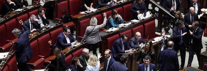L'Amuchina sparisce dai bagni della Camera: serviva agli onoervoli per disinfettarsi le mani