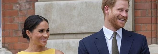 Meghan Markle incantevole in giallo, all'evento sul Commonwealth i flash sono tutti per lei