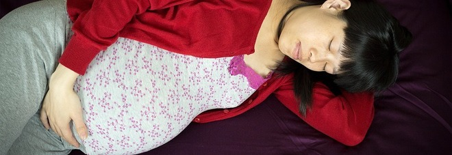 Gravidanza, dormire sul fianco durante l'ultimo trimestre protegge il bambino