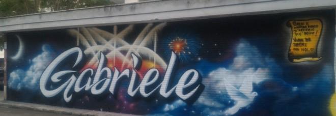 Ucciso a 19 anni nell'esplosione della fabbrica: un murale ricorda Gabriele