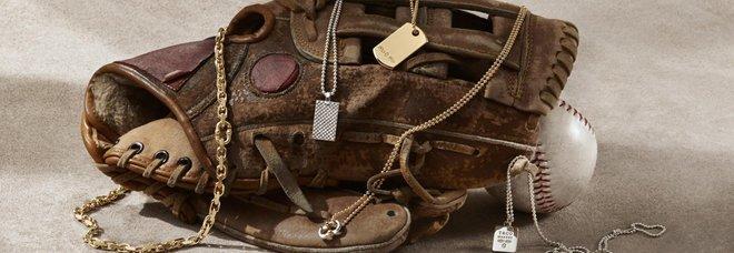 Tiffany lancia una linea di gioielli da uomo per arginare il calo delle vendite