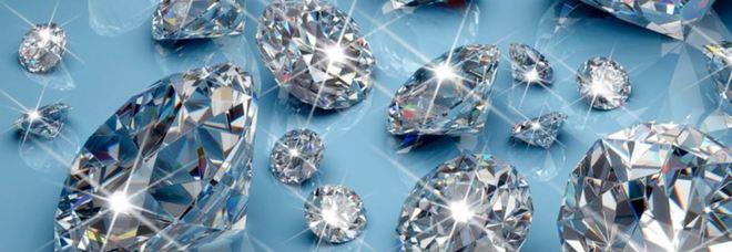 Banca: «Investa risparmi in diamanti»  Ma dopo anni gliene ridanno la metà