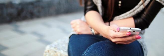 """Si impicca a 15 anni, la lite e l'ultimo  messaggio al fidanzato: """"Mi uccido"""""""