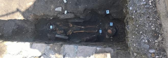 I piccoli scheletri rinvenuti a Grado