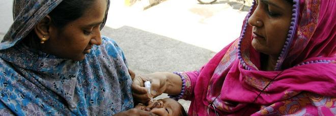 Vaccini, poliomelite quasi debellata in Pakistan: ora si punta sul morbillo