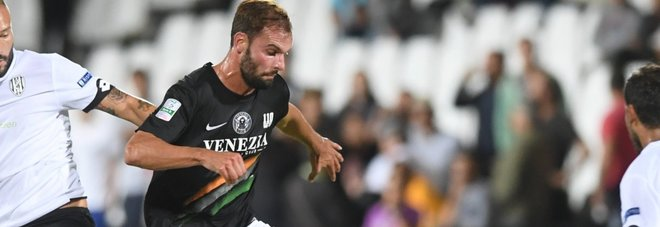 Venezia che non t'aspetti: vince 2-0 a Bari con super Audero