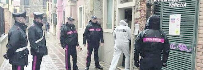 Carabinieri sul posto del ritrovamento