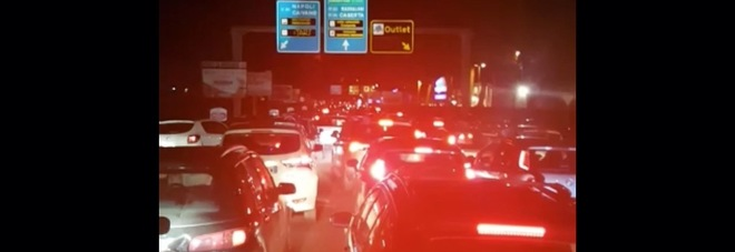Traffico fermo all'outlet la Reggia di Caserta