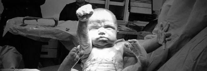 Harry il supereroe neonato