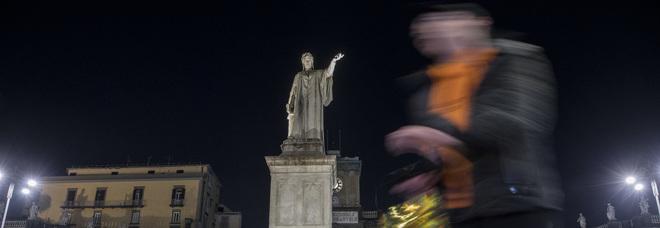 Piazza Dante, aggressione e coltellate (foto Alessandro Garofalo)