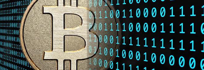 Bitcoin, chi nel 2010 ne comprò 100 euro oggi ha 230 milioni. Ma potrebbe esplodere presto (oppure no)