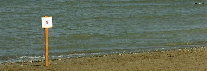 Allarme a Rimini, Riccione e Cattolica: divieto di balneazione per escherichia coli e enterococchi