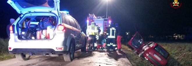 La Panda esce di strada e finisce dentro il fossato: ferito il conducente /Foto
