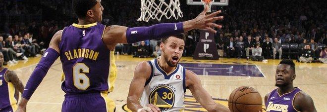 Nba, Golden State batte i Lakers all'overtime. Thunder ancora ko