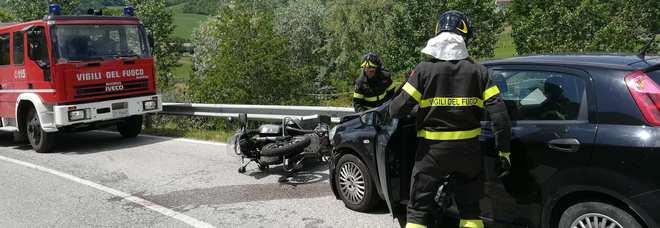 Impatto tra auto e moto Centauro ricoverato in gravi condizioni a Torrette