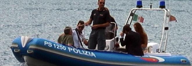 Ventenne si tuffa dal pedalò nel lago di Garda e non riemerge: disperso