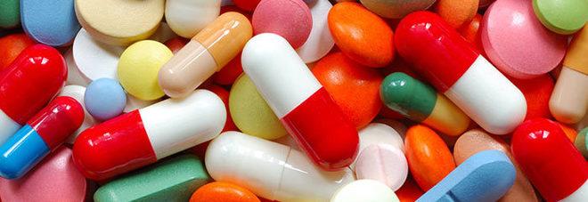 Medicinali, spezzare le pillole per ingoiarle è dannoso: ecco cosa può succedere